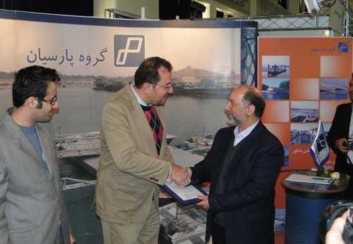 Mr. Sadr, Deputy Roads & Urban Development Minister &  the Managing Director of PMO, awards Parsian Co. the Certificate of Excelence for Innovative and Environment-Freindly Approach to Port & Coastal Management